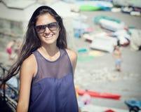 Adolescente joven cerca de la playa Fotografía de archivo libre de regalías