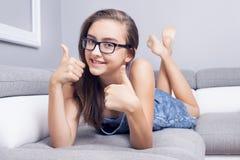 Adolescente joven con sonrisa hermosa Foto de archivo libre de regalías