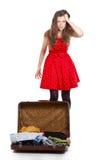 Adolescente joven con una maleta abierta Fotografía de archivo libre de regalías