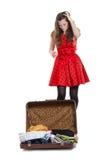Adolescente joven con una maleta abierta Imagen de archivo libre de regalías