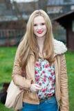 Adolescente joven de moda atractivo Fotos de archivo