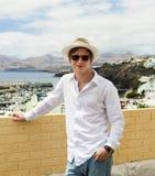 Adolescente joven del ocio con el sombrero en el sol Imágenes de archivo libres de regalías
