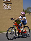 Adolescente joven en la bicicleta Imagenes de archivo