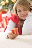 Adolescente joven hermoso en consolador rojo Imágenes de archivo libres de regalías