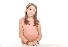 Adolescente joven hermoso que sonríe y que mira en la cámara Fotografía de archivo libre de regalías