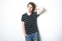 Adolescente joven que es fotografiado en un estudio Imágenes de archivo libres de regalías