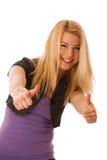 Adolescente joven que muestra el pulgar para arriba como muestra del éxito y del hap Foto de archivo libre de regalías