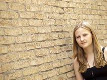 Adolescente joven que parece triste o deprimido Imágenes de archivo libres de regalías