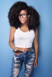 Adolescente joven que presenta en estudio Foto de archivo