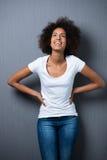 Adolescente joven relajado de risa Imagen de archivo