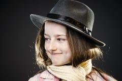 Adolescente lindo con el retrato del primer del sombrero del padre Imágenes de archivo libres de regalías