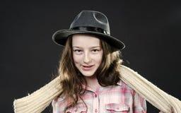 Adolescente lindo con el retrato del primer del sombrero del padre Fotografía de archivo libre de regalías