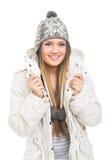 Adolescente lindo con la sonrisa del sombrero y de la chaqueta de la gorrita tejida Imagenes de archivo