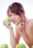 Adolescente lindo con las manzanas Foto de archivo libre de regalías