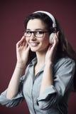 Adolescente lindo con los auriculares Fotografía de archivo libre de regalías
