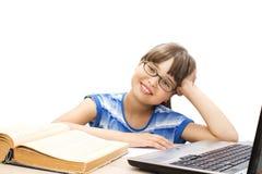 Adolescente lindo con los libros en el fondo blanco Foto de archivo libre de regalías