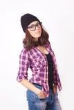 Adolescente lindo del inconformista con el sombrero de la gorrita tejida Fotos de archivo