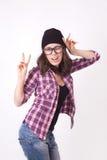Adolescente lindo del inconformista con el sombrero de la gorrita tejida Foto de archivo libre de regalías