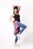 Adolescente lindo del inconformista con el sombrero de la gorrita tejida Foto de archivo