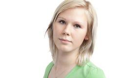 Adolescente lindo en camisa verde Fotos de archivo libres de regalías