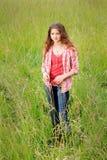 Adolescente lindo en campo Fotografía de archivo