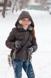 Adolescente lindo en día de invierno frío Fotos de archivo