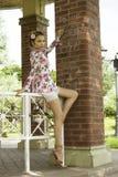 Adolescente lindo en el vestido de flores Foto de archivo libre de regalías