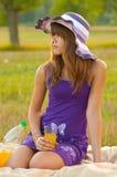 Adolescente lindo en la comida campestre Fotografía de archivo libre de regalías