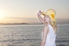 Adolescente lindo en la puesta del sol Fotos de archivo libres de regalías