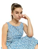 Adolescente lindo en la ropa informal que mira la cámara en blanco Imagen de archivo libre de regalías