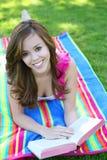 Adolescente lindo en parque Imagen de archivo libre de regalías