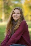 Adolescente lindo en suéter rojo Imagenes de archivo