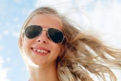 Adolescente lindo feliz el vacaciones de verano Imágenes de archivo libres de regalías
