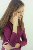 Adolescente lindo que no siente aislado bien Foto de archivo