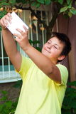 Adolescente lindo que toma la imagen del selfie Imagen de archivo libre de regalías