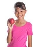 Adolescente malayo asiático joven con Apple rojo VII Imagen de archivo libre de regalías