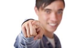 Adolescente maschio che indica con la barretta su voi Fotografie Stock Libere da Diritti