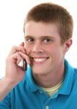 Adolescente masculino bonito no telemóvel fotografia de stock