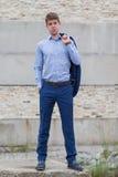 Adolescente masculino confiado del negocio en traje azul Fotografía de archivo libre de regalías
