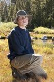 Adolescente masculino en campo Imagen de archivo