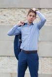Adolescente masculino hermoso en traje azul Imagen de archivo