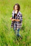Adolescente melancólico en campo Fotografía de archivo