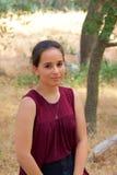 Adolescente mignonne en parc images stock