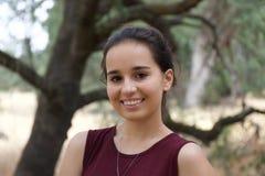Adolescente mignonne en parc images libres de droits