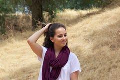 Adolescente mignonne en parc photographie stock libre de droits