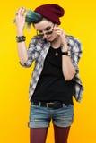 Adolescente moderno cor/penteado colorido Fotos de Stock