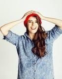 Adolescente moreno alegre joven en el fondo blanco Fotos de archivo libres de regalías
