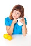 Adolescente-muchacha con la taza de café Foto de archivo libre de regalías