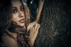 Adolescente, muchacha romántica de la belleza al aire libre. Modelo adolescente hermoso Foto de archivo