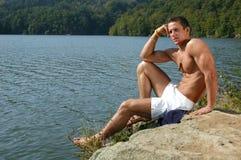 Adolescente muscular en la playa Imagen de archivo libre de regalías